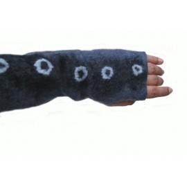black-dots-mittens