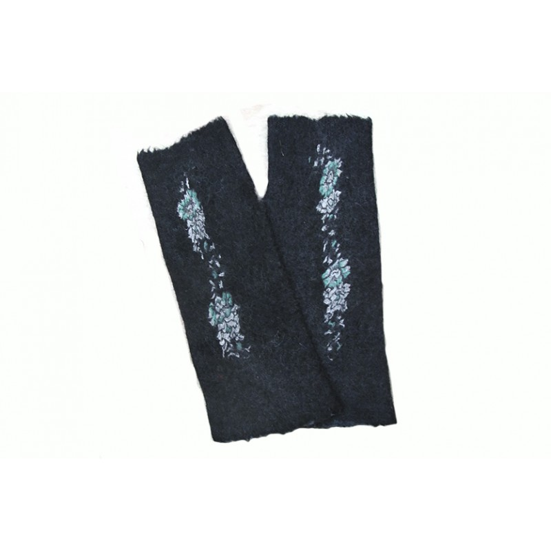 black-lilac-mittens
