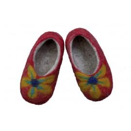 red-daisy-felt-slippers