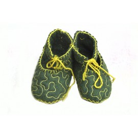 felt-lace-baby-bootees