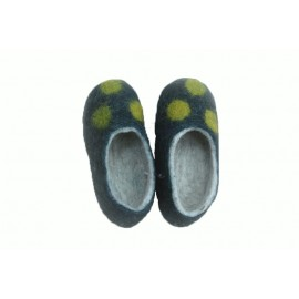 green-dots-slippers